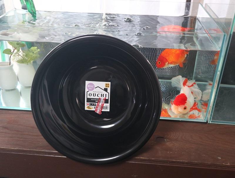 黒い洗面器